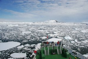 G-expedition-antarctica-cruise-ship-bow-view-from-bridge-my-antarctica
