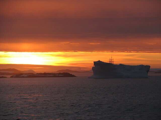 reasons-visit-antarctica-iceberg-sunset-midnight-nature-beauty