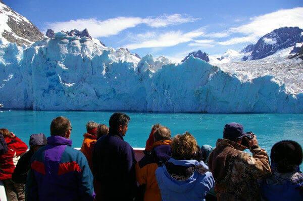 reasons-visit-antarctica-iceberg