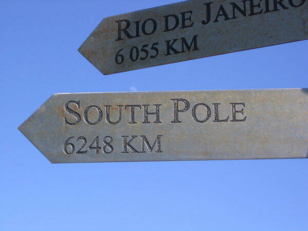 travel-in-antarctica-south-pole-zones-south-pole-antarctic-circle-signpost