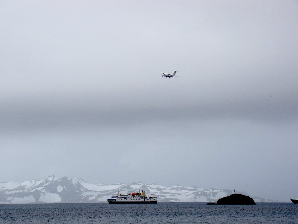 guide-antarctica-fly-cruises-drake-passage